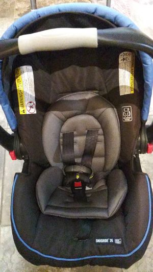 Graco car seat with 2 bases, click connect for Sale in Schaumburg, IL