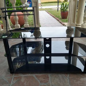 40-in Glass TV Stand Table for Sale in Hialeah, FL
