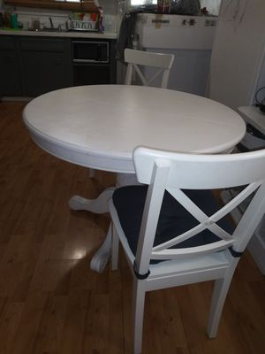 Dining room table and 4 chair like new $550 for Sale in Philadelphia, PA