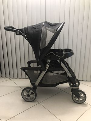 Graco stroller and car seat base for Sale in Riviera Beach, FL