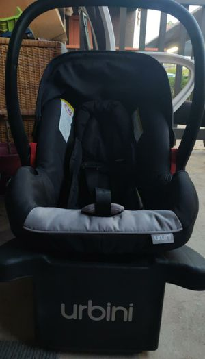 Urbini car seat with base for Sale in Guadalupe, AZ