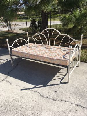 Metal Daybed & Mattress DELIVERY AVAILABLE 🚗 for Sale in Bonita Springs, FL