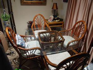 Rattan dining room table and chairs for Sale in Hollywood, FL