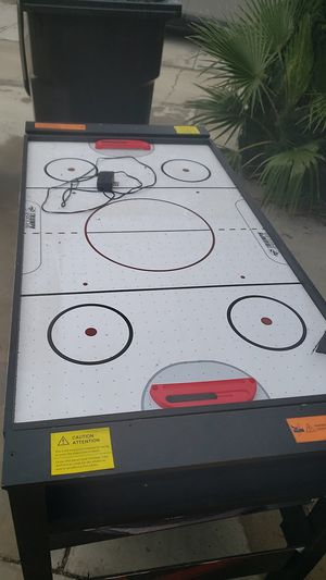 3 in one air hockey table works great for Sale in Garden Grove, CA