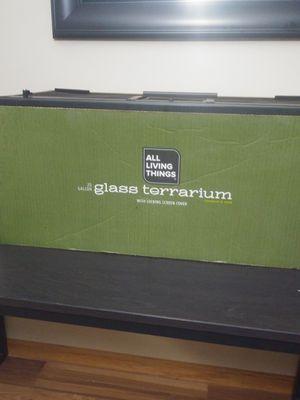 20 gallon glass terrium for Sale in Potterville, MI