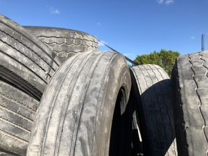 Used trailer tires / gomas de uso para trailer for Sale in Hialeah, FL