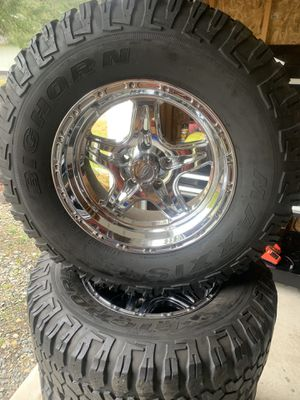 Jeep Wrangler 5x5 17x9 285/70/17 Bighorn Maxxis Mts for Sale in Spanaway, WA