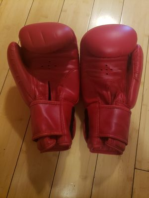 Pair of boxing gloves for Sale in Revere, MA