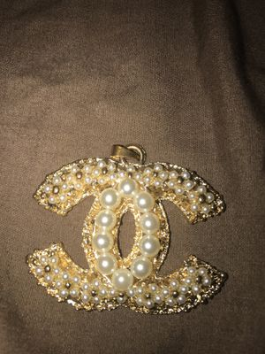 Chanel pendant throw me a offer for Sale in Millersville, MD