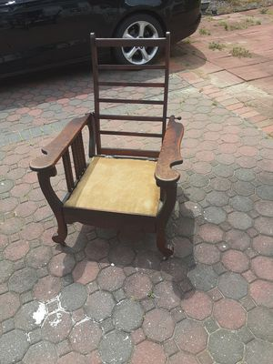 I wooden antique recliner chair for Sale in Raleigh, NC