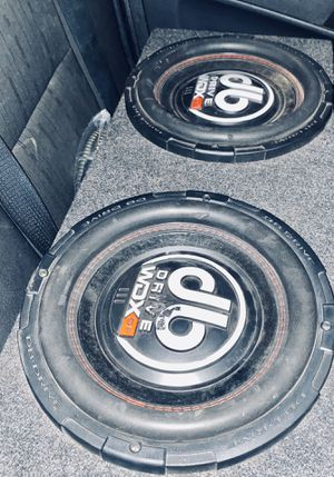 2 12 inch Db drive wdxg2 slamming hard for Sale in Peoria, IL
