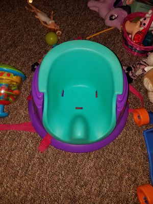 Booster seat and comes with tray for Sale in Houston, TX