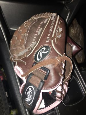 Girls Rawlings Softball Glove 11 inch for Sale in Spring Valley, CA