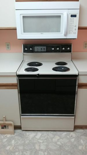 Whirlpool stove 29 and 1/4 High 46 high for Sale in Vero Beach, FL