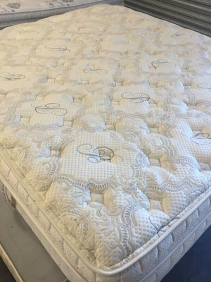 Serta Pillow Top Mattress Cal King for Sale in Las Vegas, NV
