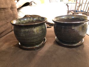 Flower pots with drainage qty 2 $16.00 for Sale in Miami, FL
