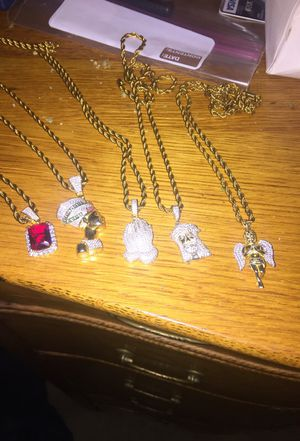 Gold necklace and pendant for Sale in Millersville, MD