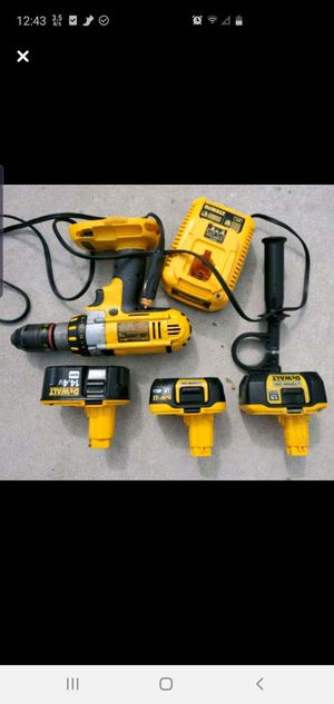 Dewalt 18 volt Drill W/ 3 Batteries and charger for Sale in Ocala, FL