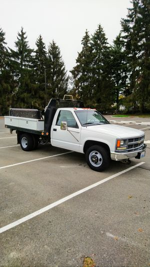 1995 CHEVY 3500 DUALLY FLATBED • 72k Miles • Lift Gate • RUNS & DRIVES GREAT for Sale in SeaTac, WA