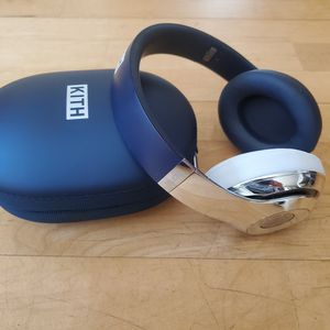 Beats Studio Wireless Headphones - Kith Edition for Sale in Los Angeles, CA