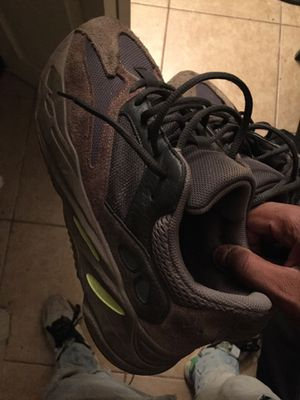 Adidas Yeezy Boost 700 Mauve Size 9.5 for Sale in Riverdale, MD