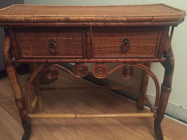 Wicker/bamboo 2 drawer table