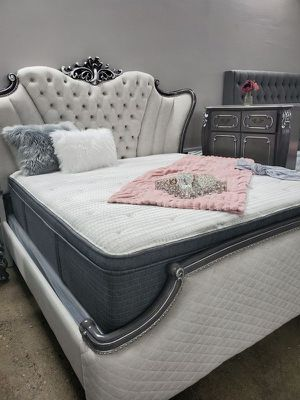 Simmons Pillow Top Mattress King for Sale in Las Vegas, NV