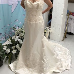 Stunning Mori Lee Size 16 Beaded Wedding Gown for Sale in Rancho Cordova, CA