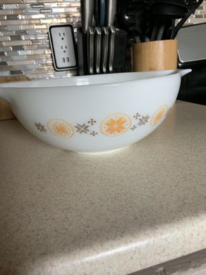 Pyrex Large bowl for Sale in Fresno, CA