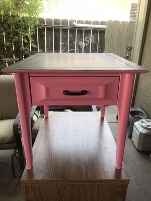 Beautiful end table for Sale in Modesto, CA