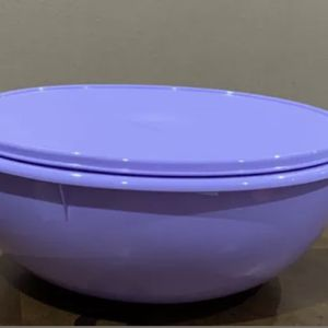 Tupperware Fix & Mix Bowl 27 Cup Lilac for Sale in Lexington, KY