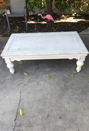 Farmhouse white coffee table for Sale in Pasadena, CA