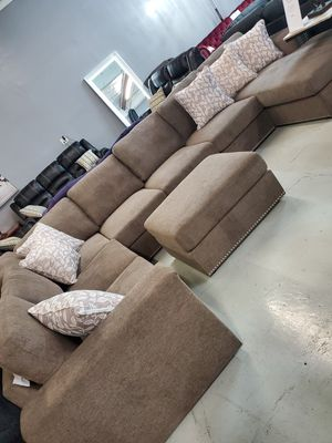 Sectional Sofa FREE Ottoman for Sale in Las Vegas, NV