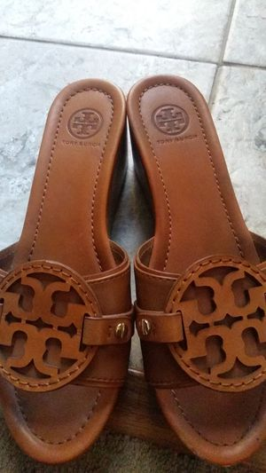 TORY BURCH WEDGE SANDLES SIZE 8 1/2 for Sale in Buena Park, CA
