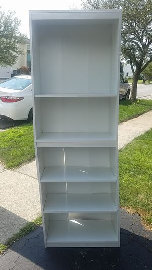 2 white books shelves for Sale in Hilliard, OH