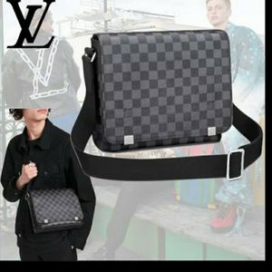 Louis Vuitton MESSENGER BAG for Sale in Pomona, CA