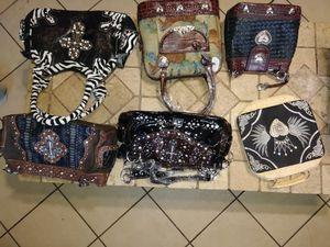 Tengo bolsas de mano diferentes Para que duplique su inversion for Sale in Dallas, TX