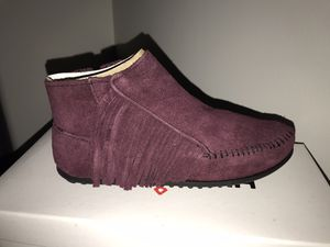 Minnetonka Burgundy Fringe Women'a lacy Boots size 5.5 for Sale in Cleveland, OH