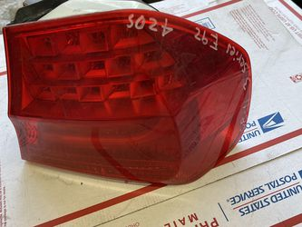 2008-2011 BMW 3 Series 335i Tail Light Passenger Side W-4880 for Sale in Los Angeles,  CA