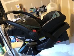 SnugRide Click Connect 35 Infant Car Seat, base, and stroller for Sale in Renton, WA