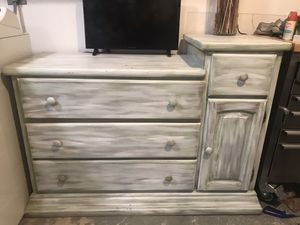 Baby changing table. Dresser. Chest of drawers. for Sale in VLG WELLINGTN, FL