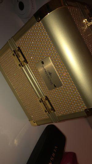 Impression vanity makeup box for Sale in Avondale, AZ
