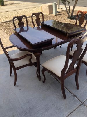 Dining room table for Sale in Goodyear, AZ