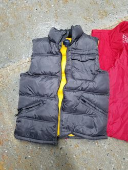 Gap puffy vest for Sale in Aspen Hill,  MD