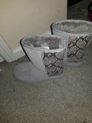 New Metallic Snake Uggs (size 7) for Sale in Hayward, CA