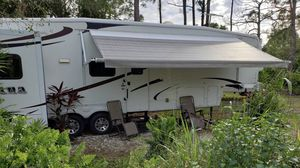 2008 Montana 5th Wheel for Sale in Fort Denaud, FL