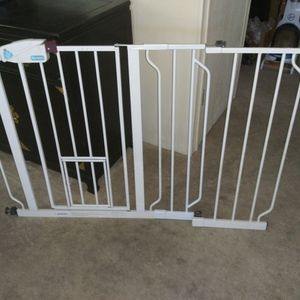 Pet Gate or Child Gate With Pet Door By Carlson for Sale in Concord, CA