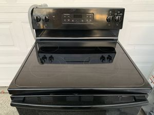 Like New Ge Electric Range Great for Rental CAN DELIVER for Sale in Monroe, WA