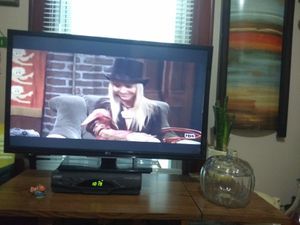 Lg 37 inch for Sale in Evansville, IN