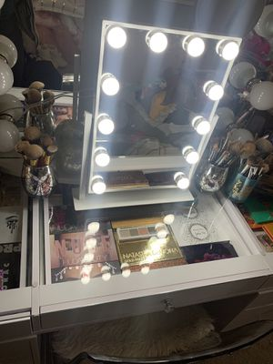 Makeup vanity mirror for Sale in Pittsburg, CA